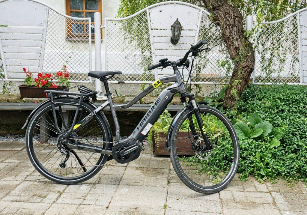 Rowery-elektryczne-oraz-tradycyjne-kazimierz-dolny-1-1024x717