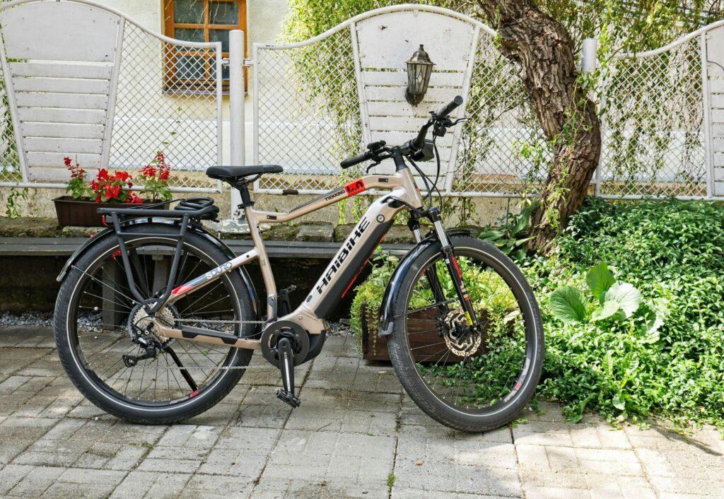 Rowery-elektryczne-oraz-tradycyjne-kazimierz-dolny-2-1024x706