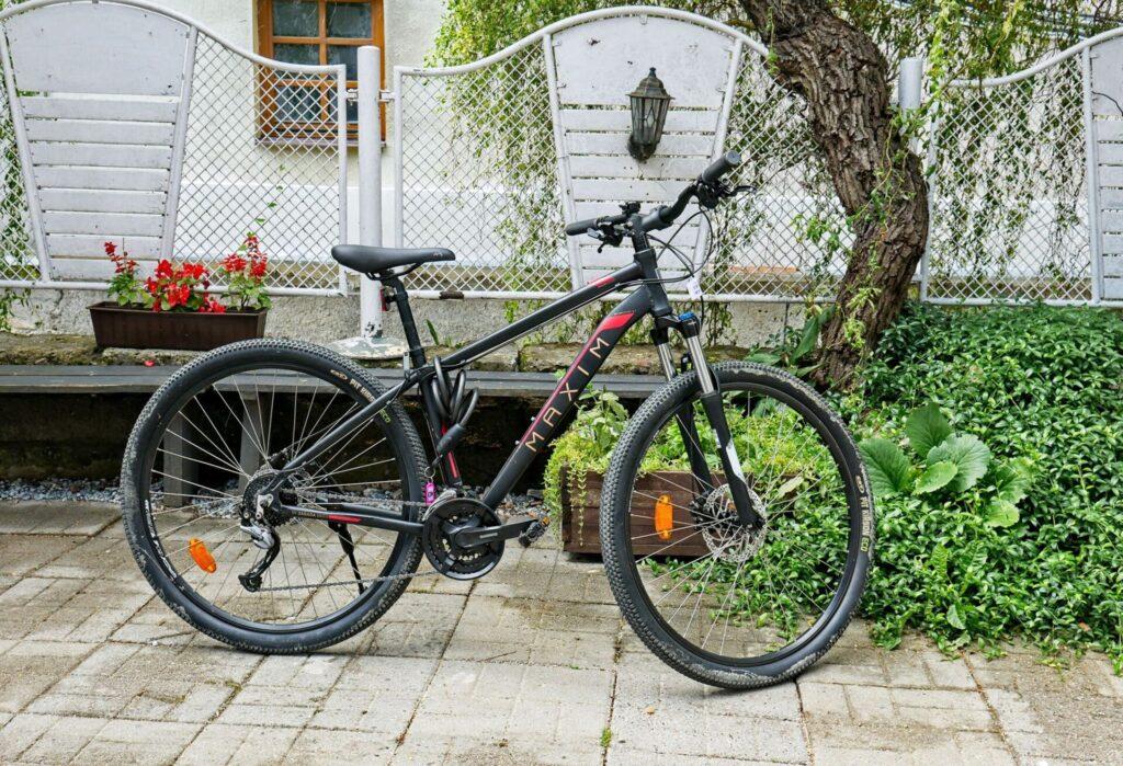 Rowery-elektryczne-oraz-tradycyjne-kazimierz-dolny-3-1024x699