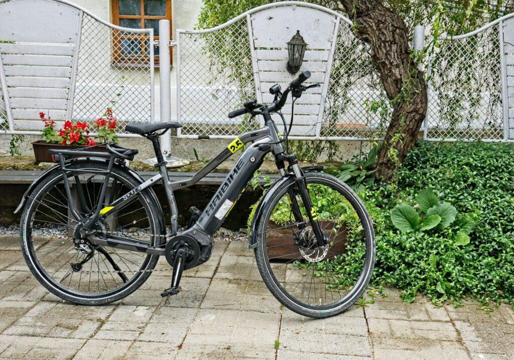 Rowery-elektryczne-oraz-tradycyjne-kazimierz-dolny-4-1024x717